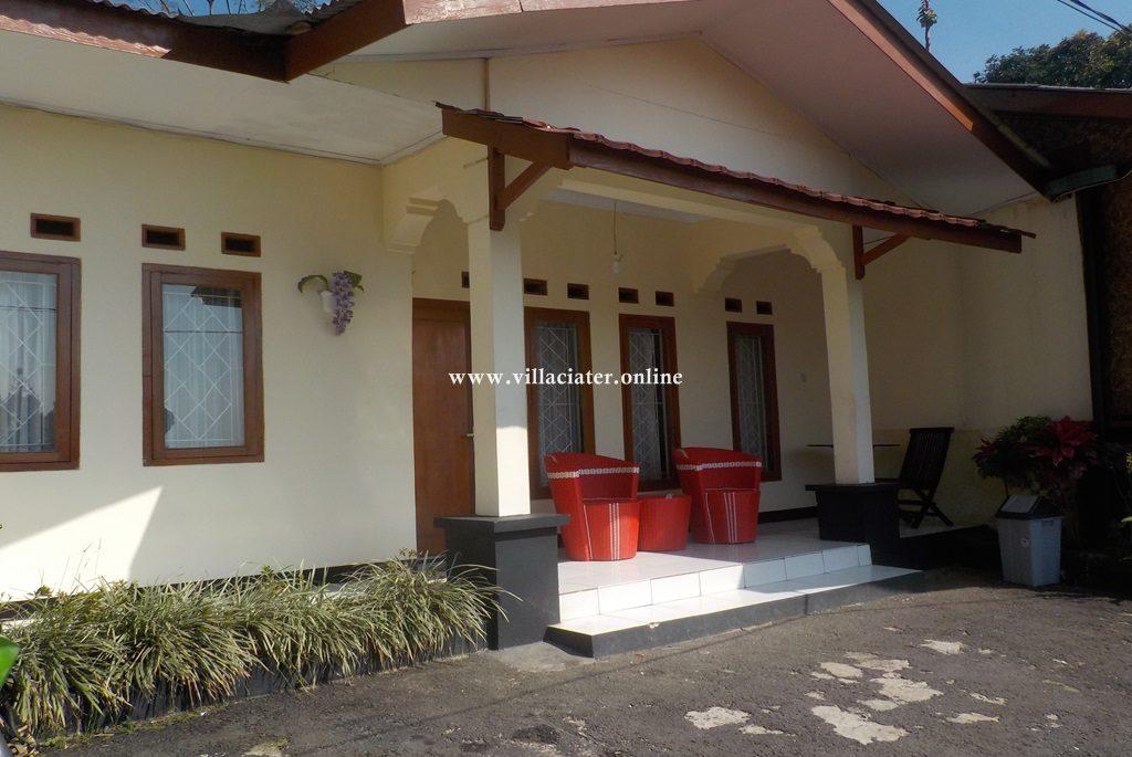 villa di ciater dengan kolam renang air panas alam