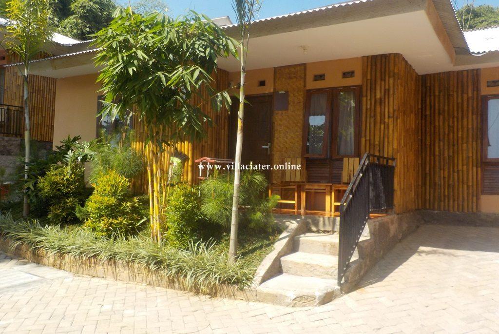 villa di ciater dengan kolam renang air panas