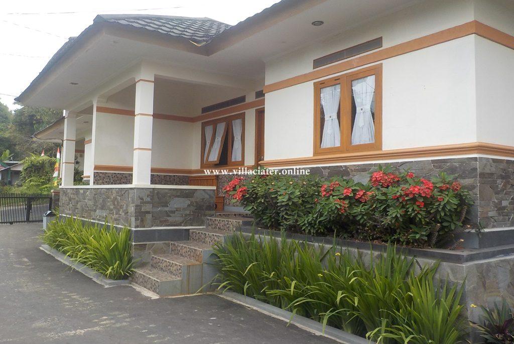 villa penginapan di ciater dengan kolam renang air panas